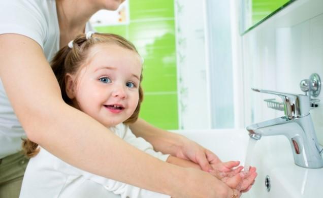 Мыть руки ребёнку