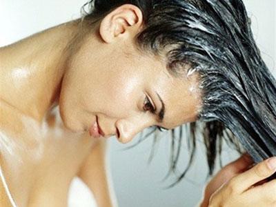 нанести на волосы «Leave-in»